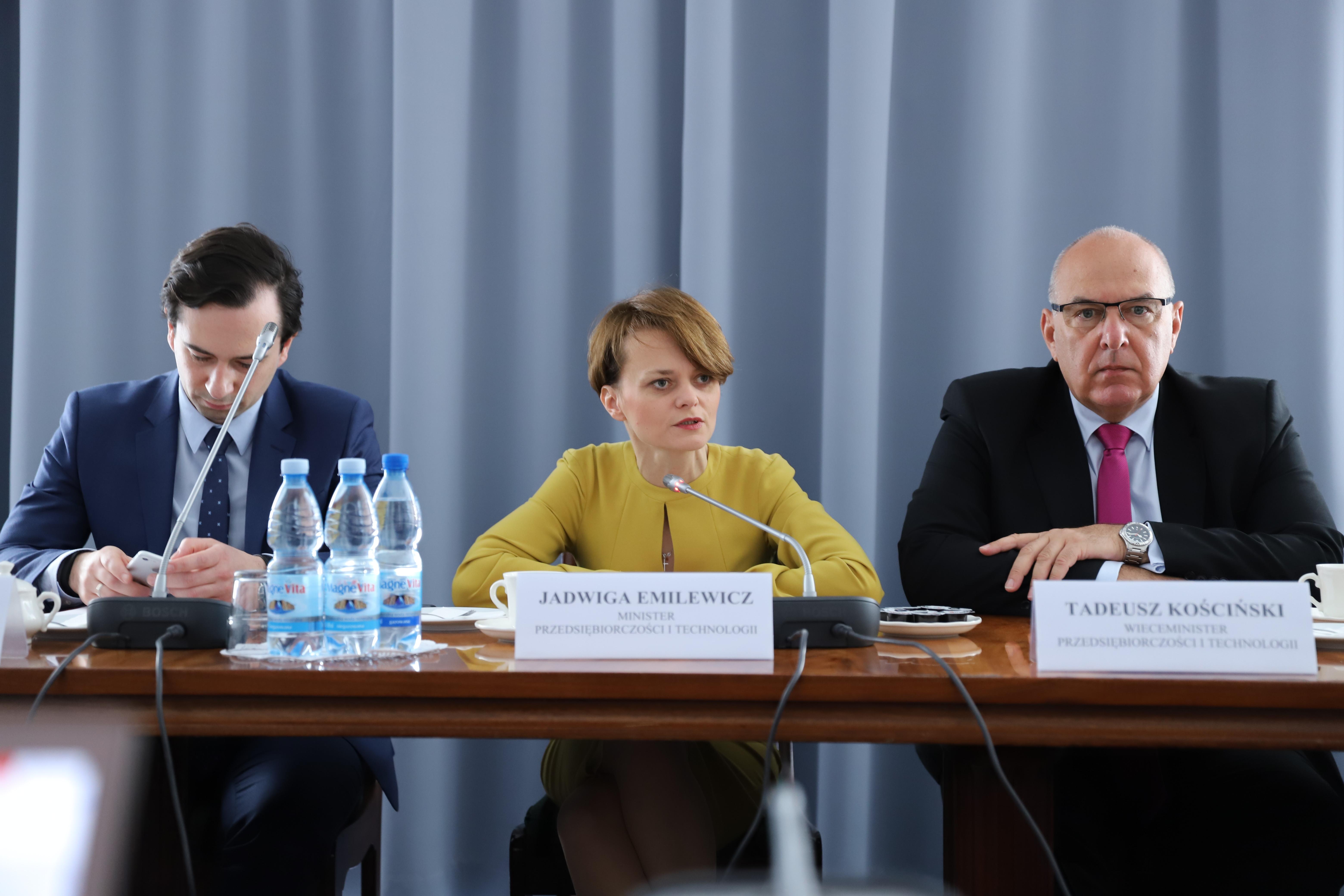Od lewej: Dominik Wójcicki, Jadwiga Emilewicz, Tadeusz Kościński