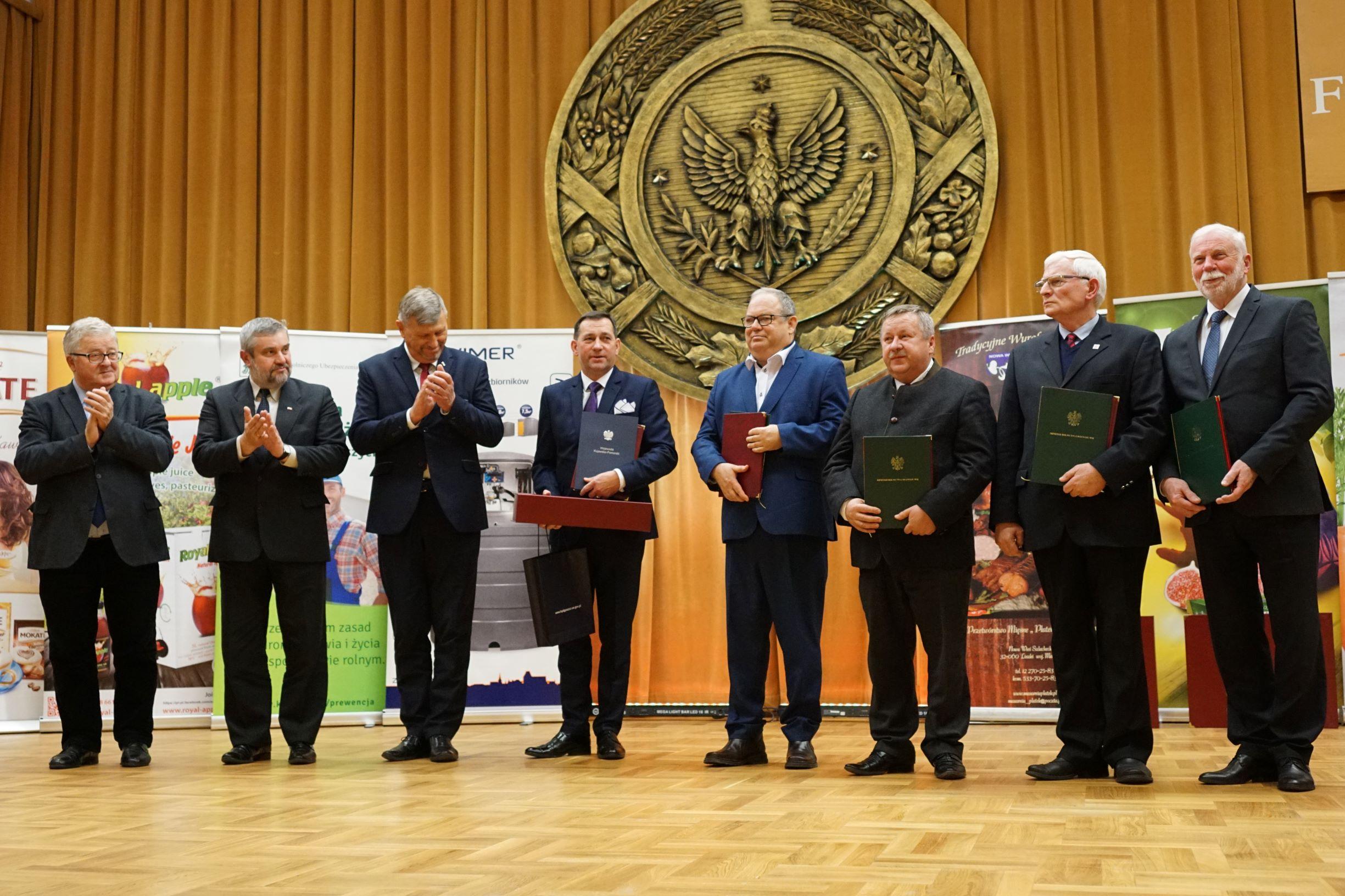 Minister J.K. Ardanowski z laureatami