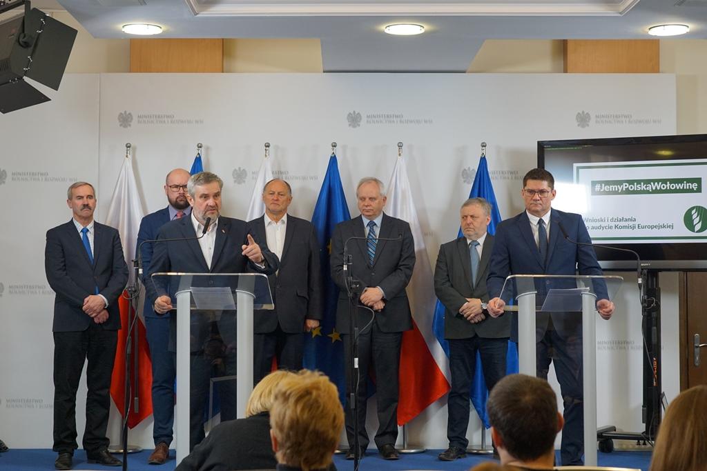 Minister podczas konferencji prasowej Jemy polską wołowinę