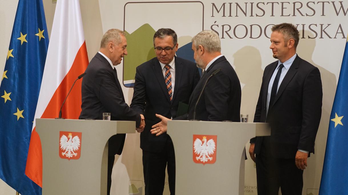 Minister Ardanowski i Minister Środowiska Henryk Kowalczyk podczas konferencji prasowej