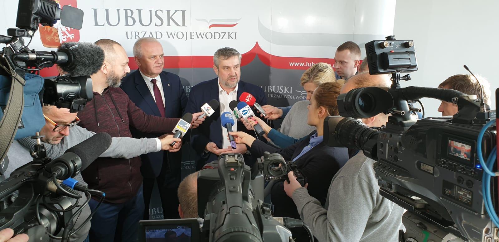 Minister J. K. Ardanowski odpowiada na pytania dziennikarzy