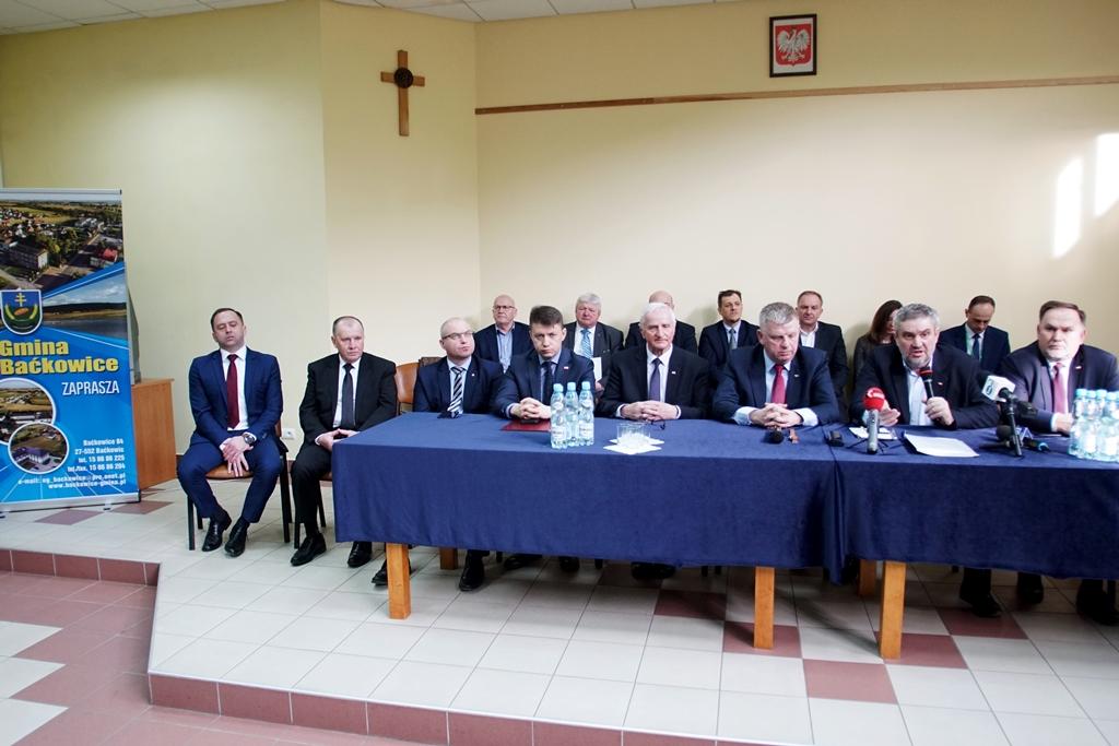 Minister podczas spotkania z rolnikami w Baćkowicach
