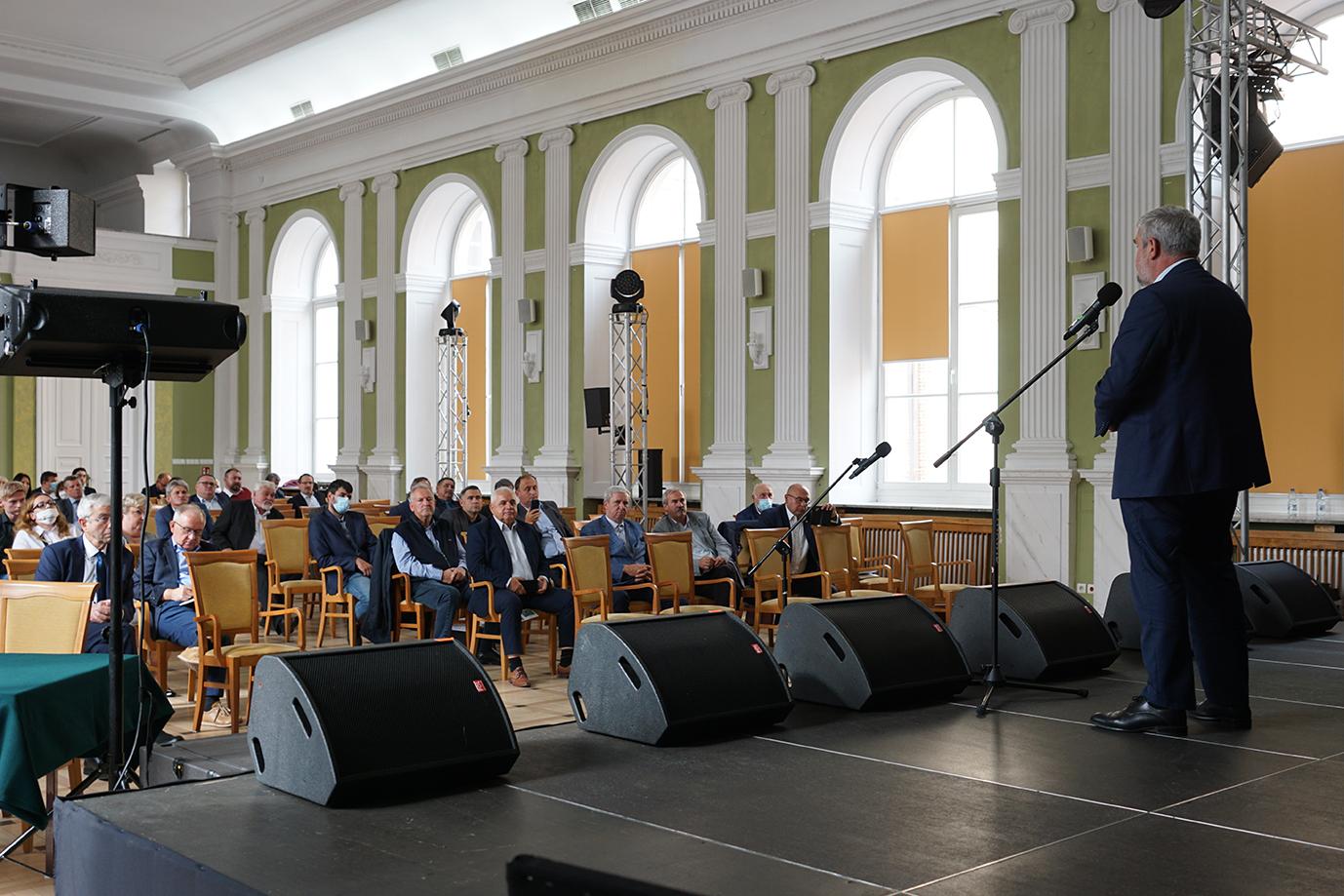 Minister J. K. Ardanowski przemawia do uczestników spotkania