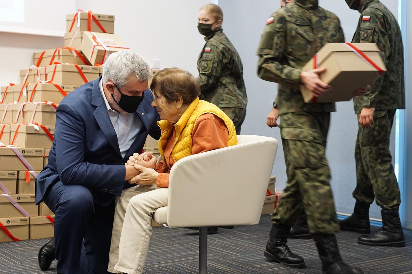 min. J.K. Ardanowskie rozmawia z panią Jadwigą Przybylską-Wolf