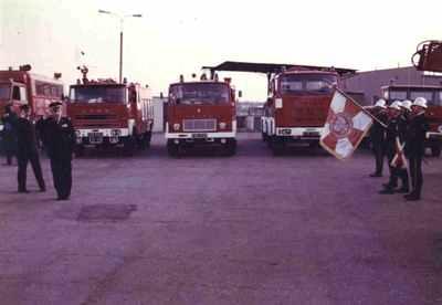 """Uroczystość wręczenia sztandaru na zakończenie """"Dni ochrony przeciwpożarowej"""" w 1986r."""