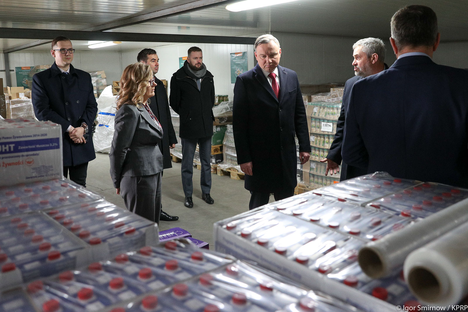 Prezydent RP Andrzej Duda i min. J. K. Ardanowski podczas wizyty w Banku Żywności w Ciechanowie