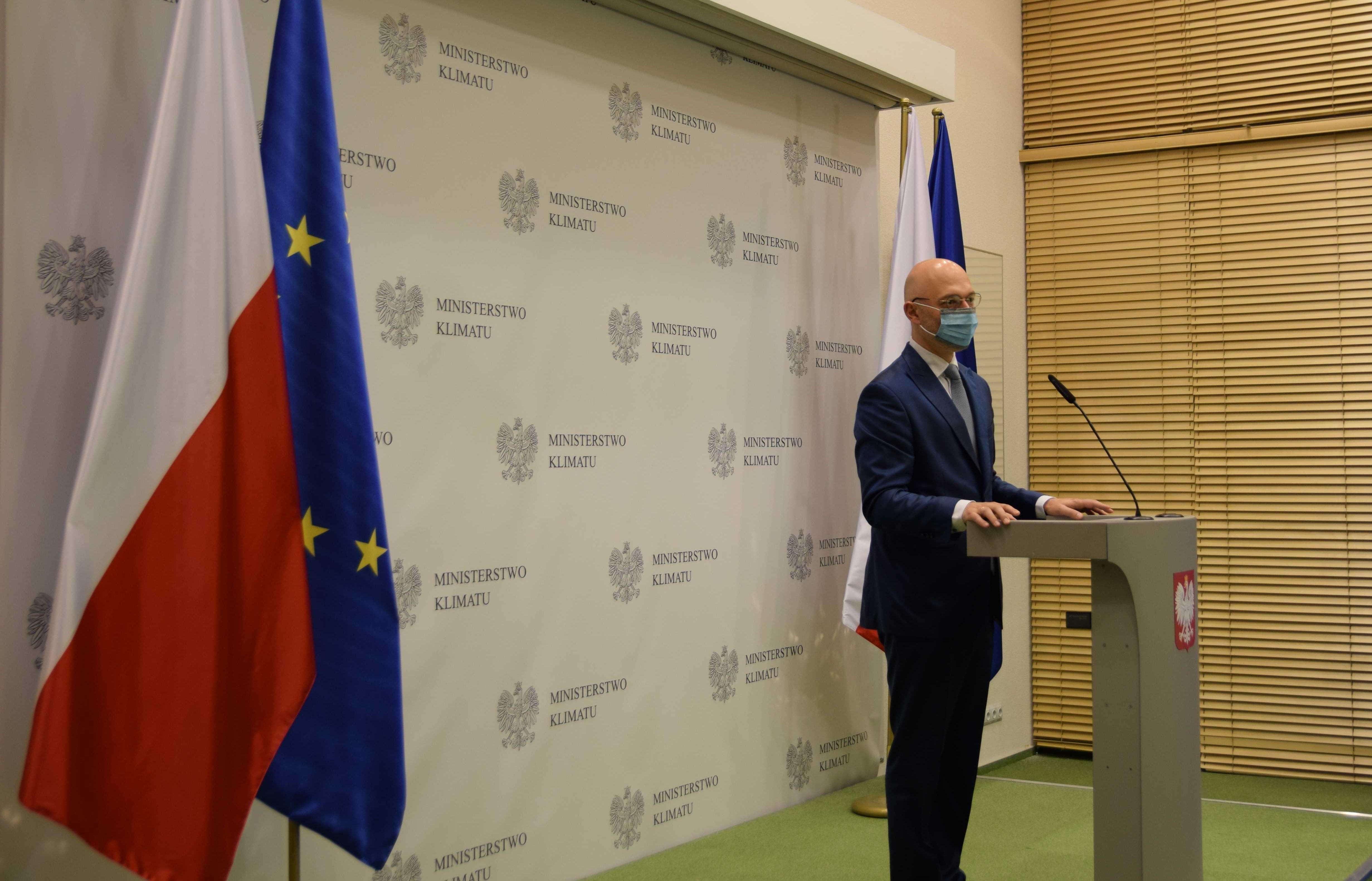 Minister klimatu i środowiska Michał Kurtyka na konferencji dot. podpisania listu intencyjnego na rzecz rozwoju sektora biogazu i biometanu w Polsce