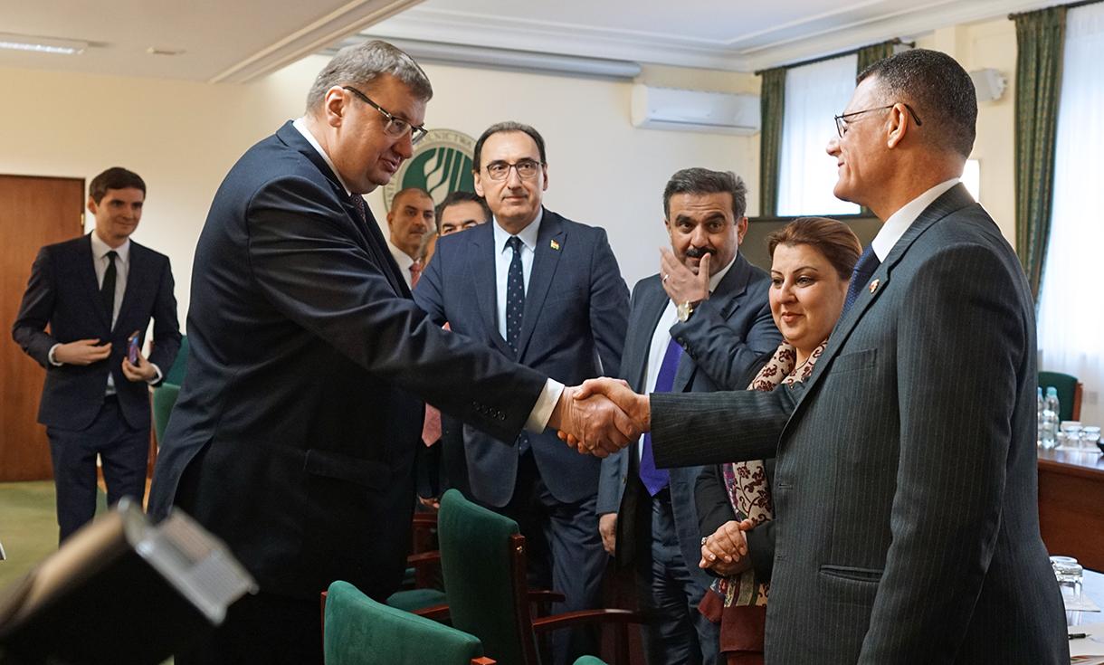 Sekretarz stanu Sz. Giżyński wita chargé d'affaires Republiki Iraku