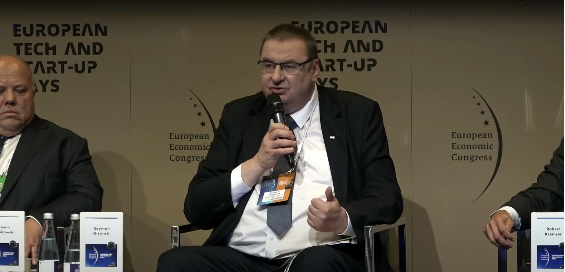Sekretarz stanu Szyman Giżyński podczas wypowiedzi