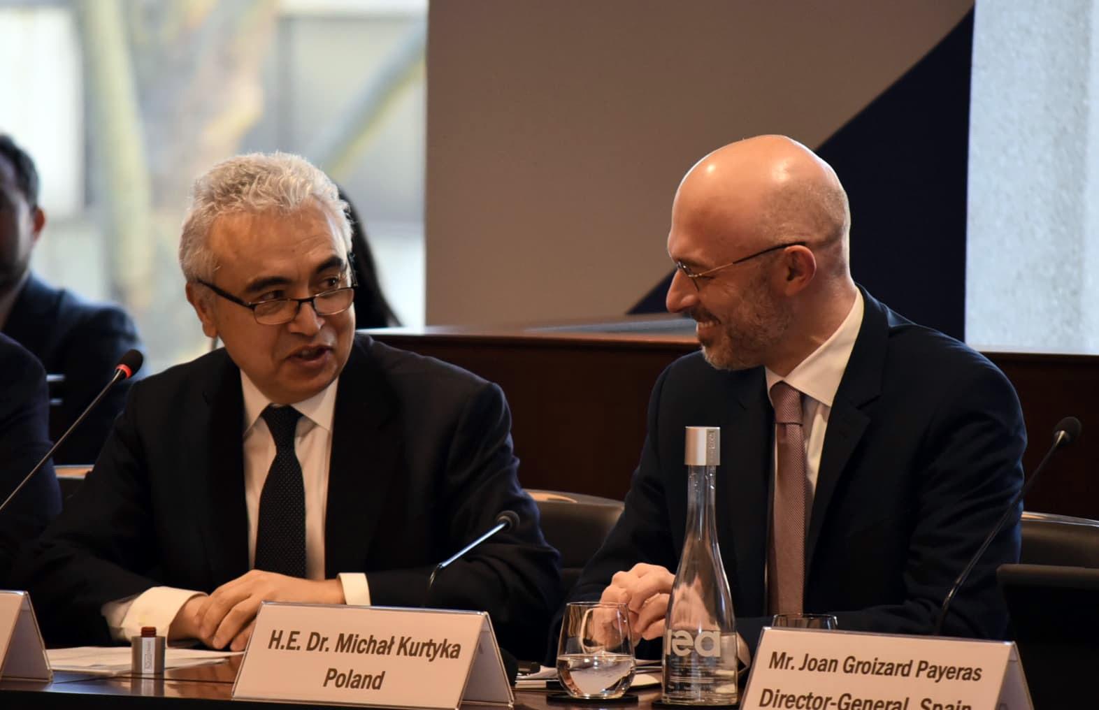 Minister klimatu Michał Kurtyka podczas rozmowy w trakcie IEA w Paryżu
