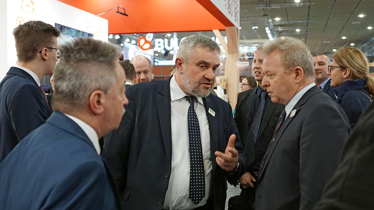 Min. J. K. Ardanowski z komisarzem UE ds. rolnictwa J. Wojciechowskim