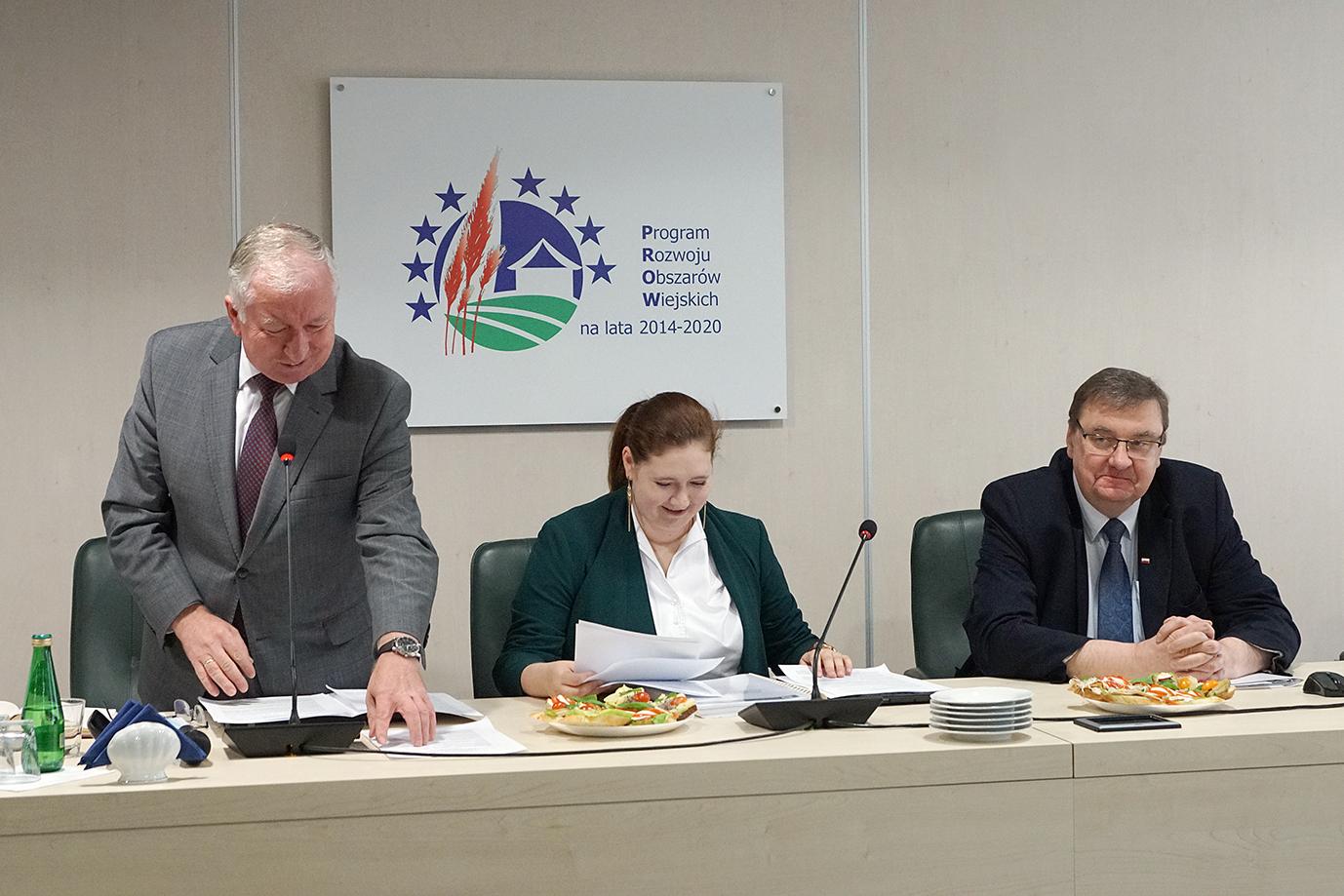 Sekretarze stanu w MRiRW Ryszard Kamiński, Anna Gembicka, Szymon Giżyński (fot. MRiRW)