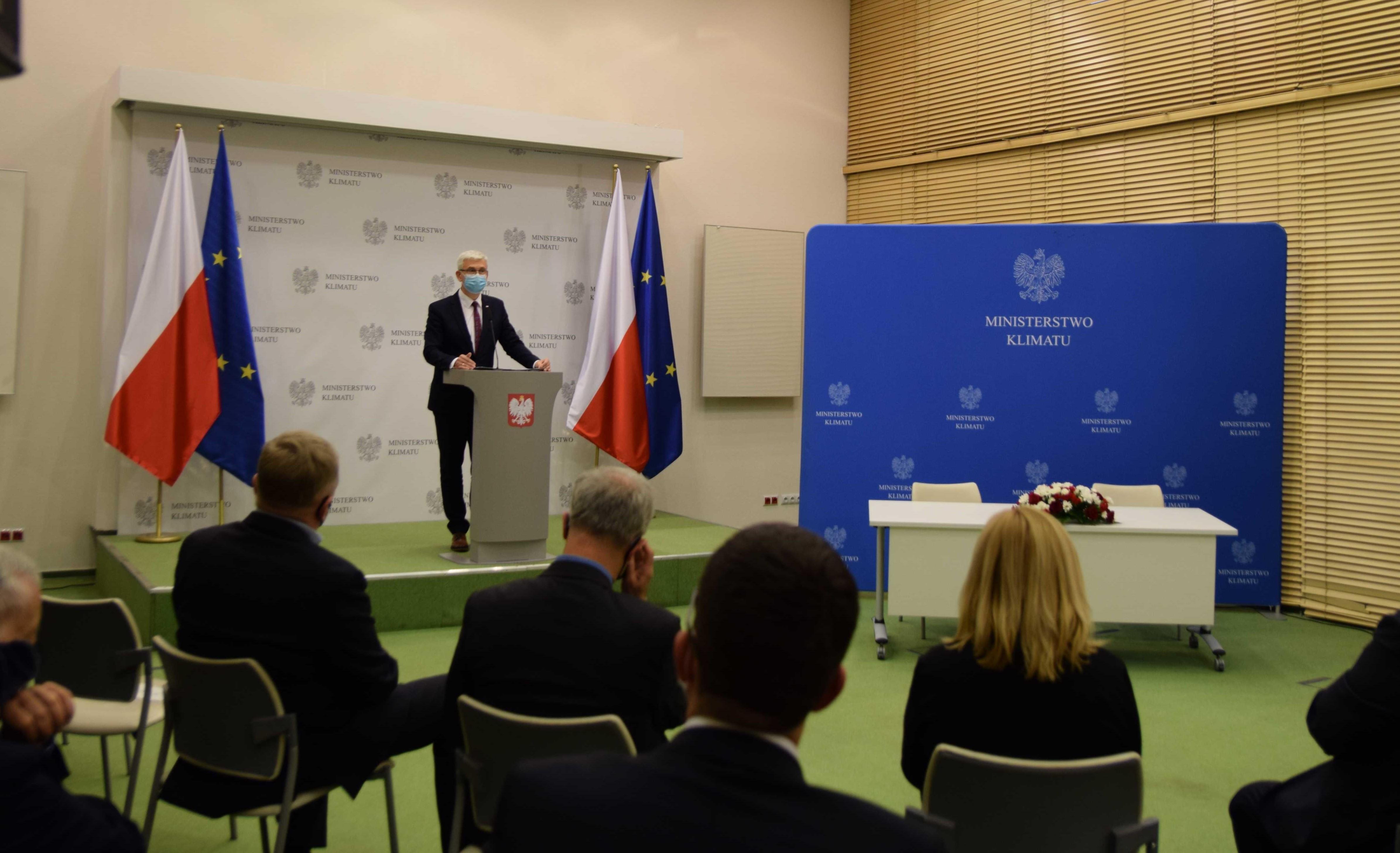 Pełnomocnik rządu ds. OZE Ireneusz Zyska na konferencji dot. podpisania listu intencyjnego na rzecz rozwoju sektora biogazu i biometanu w Polsce
