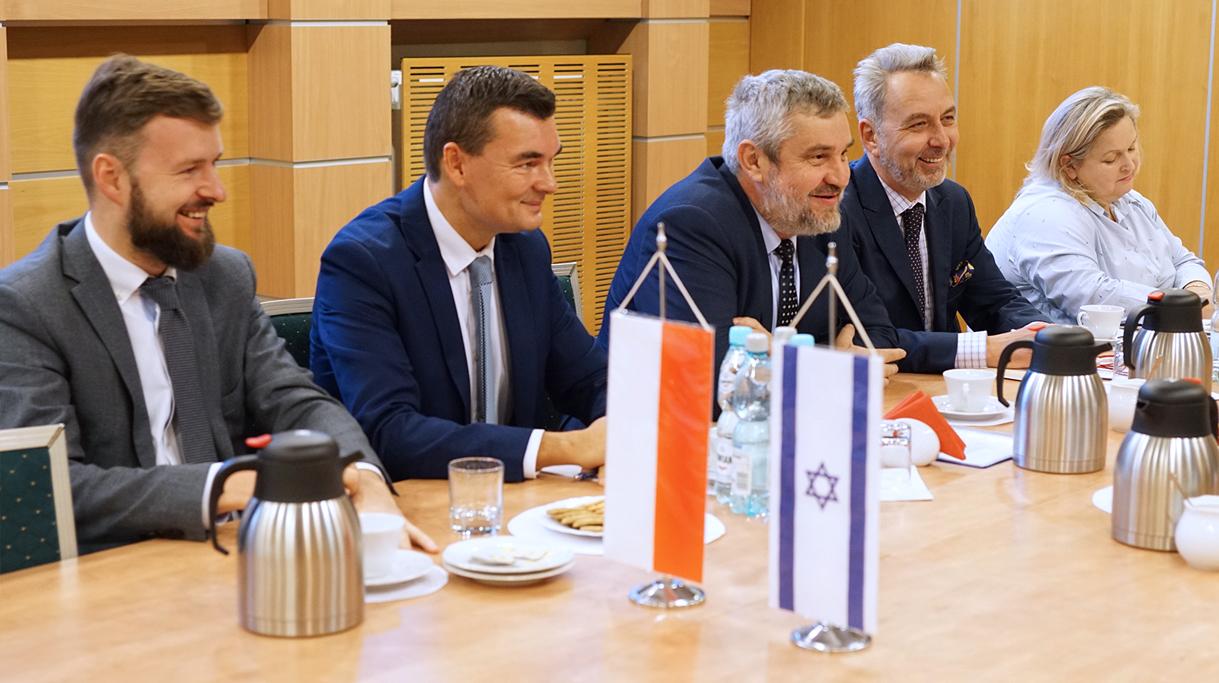 Przedstawiciele Resortu Rolnictwa w trakcie spotkania z ambasadorem Izraela