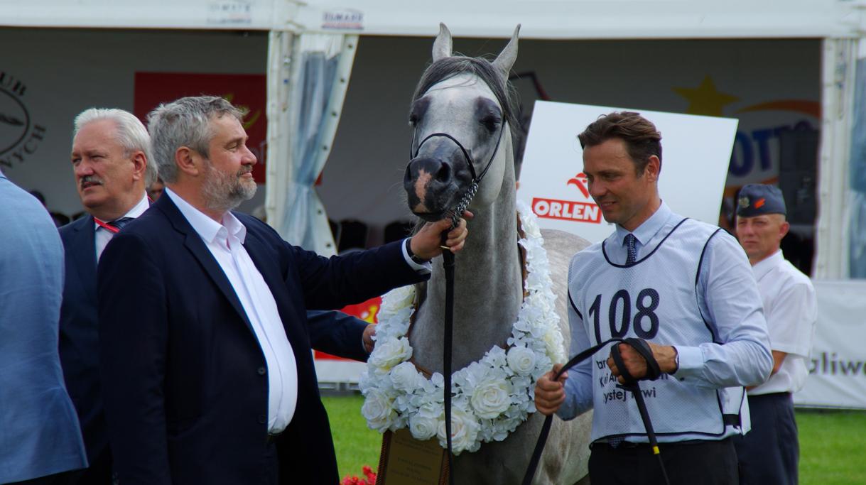Minister Ardanowski z jednym z najlepszych koni pokazu