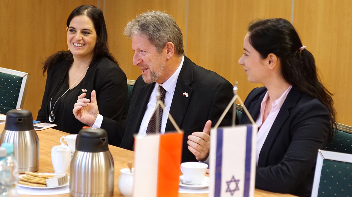 Ambasador Izraela Alexander Ben Zvi ze swoją delegacją