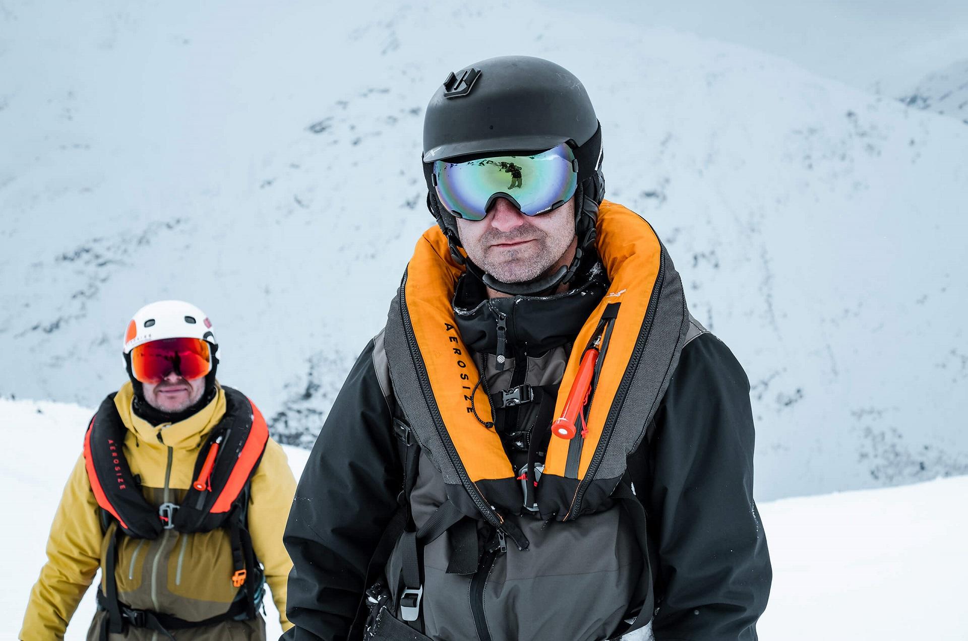 Team members: Wojciech Wieczorek (left) and Wojciech Surdy (front) in AEROSIZE avalanche vests, in winter, in the mountains