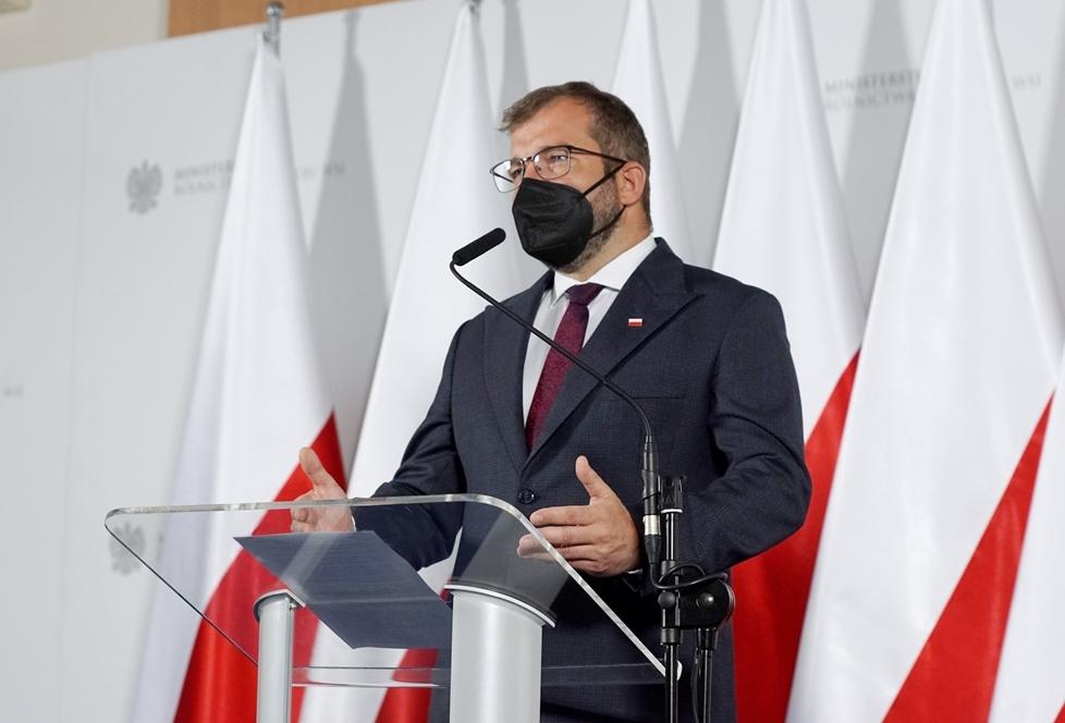 Minister Grzegorz Puda podczas konferencji prasowej. Fot. MRiRW