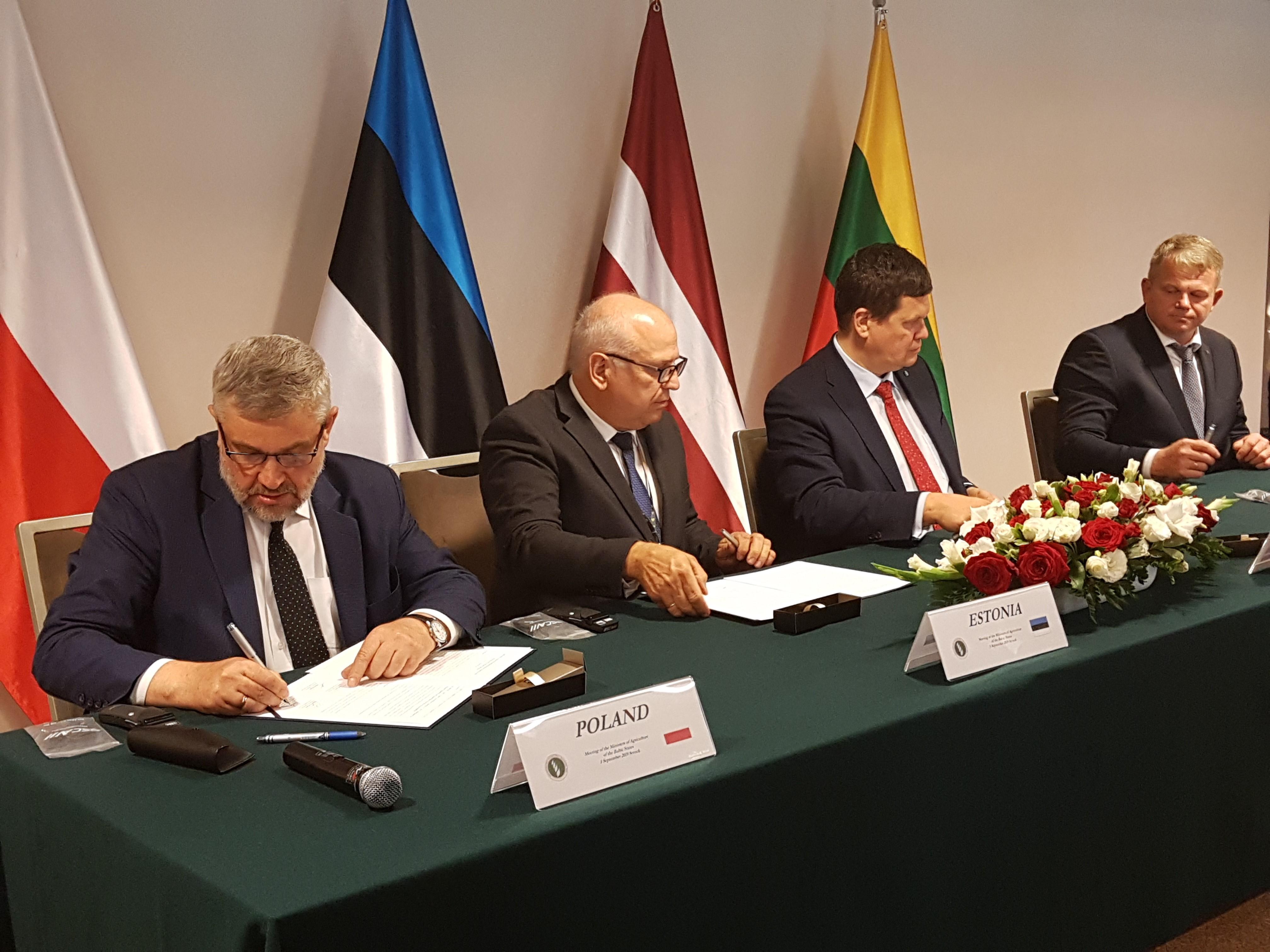 Podpisanie wspólnej deklaracji ministrów