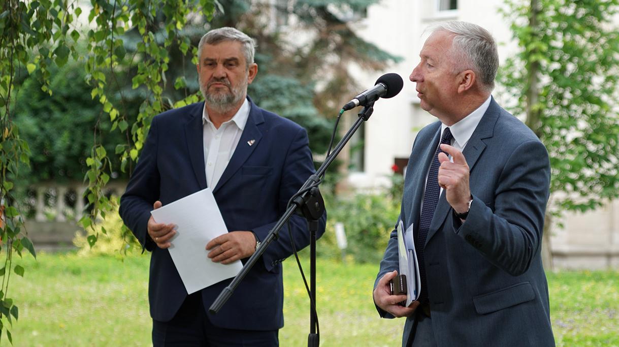 Podsekretarz stanu R. Kamiński podczas wystąpienia na konferencji prasowej