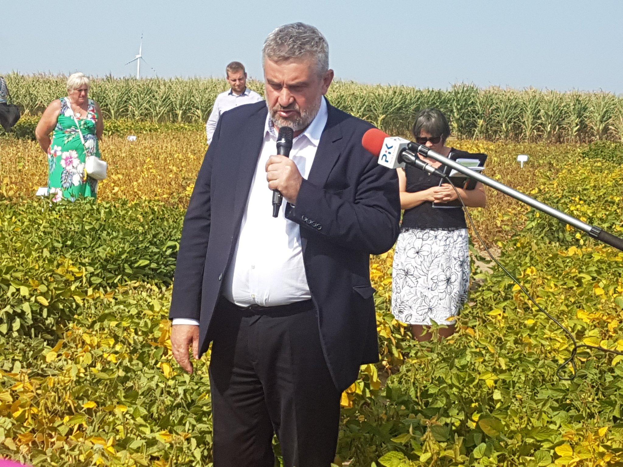 Minister J.K. Ardanowski na poletkach soi