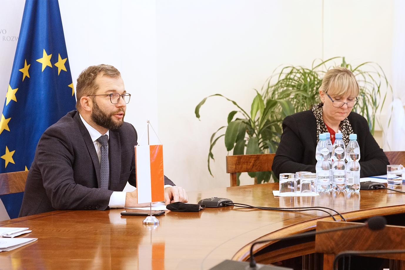 Min. Grzegorz Puda podczas telerozmowy z min. Julią Klöckner