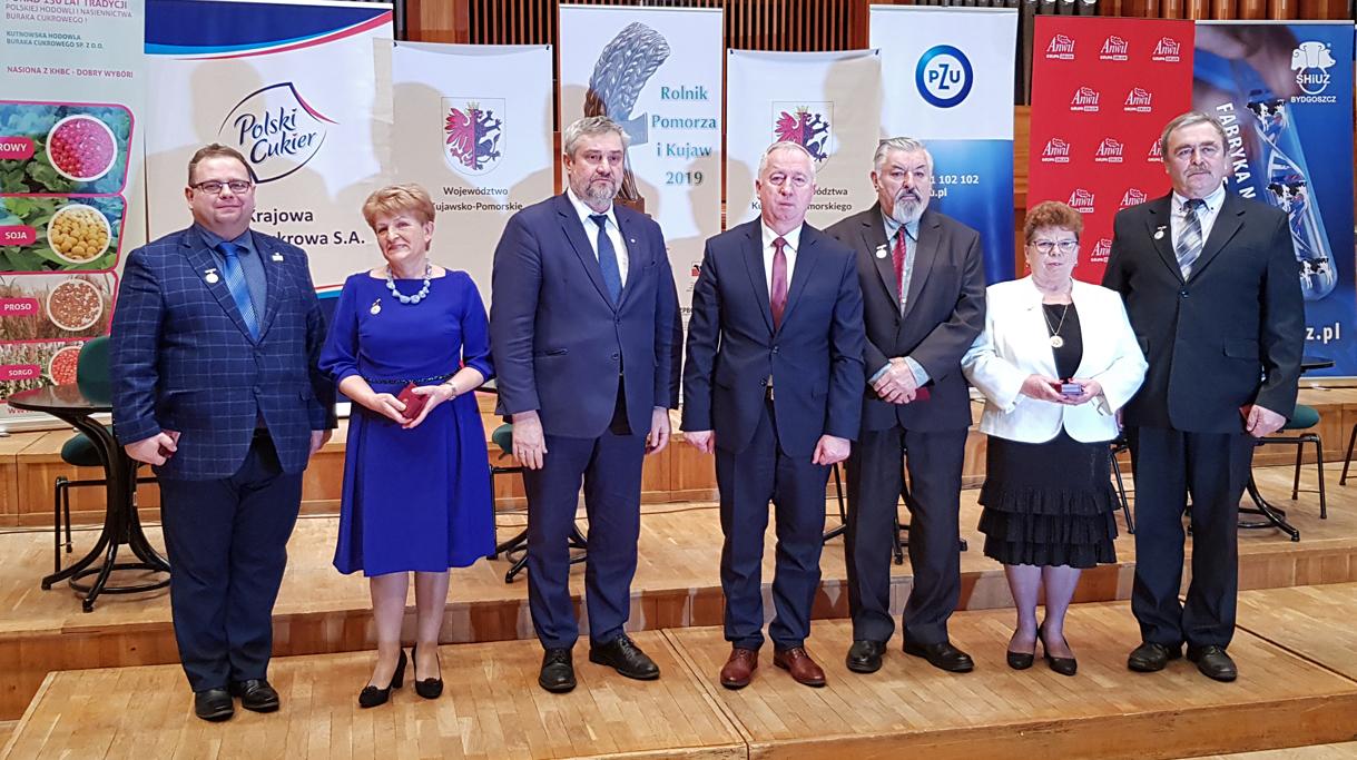 Minister J. K. Ardanowski i podsekretarz stanu R. Kamiński z laureatami konkursu