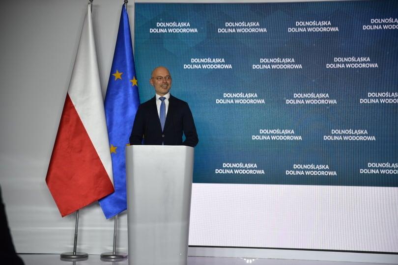 Minister klimatu i środowiska Michał Kurtyka podczas podpisania Listu intencyjnego w sprawie utworzenia Dolnośląskiej Doliny Wodorowej