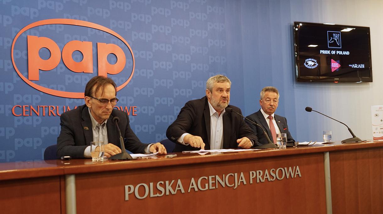 Minister Ardanowski odpowiadający na pytania dziennikarzy