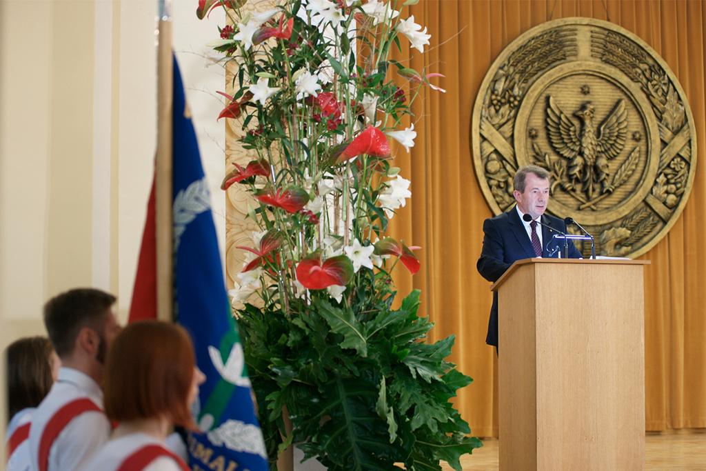 Główny lekarz weterynarii Bogdan Konopka podczas wystąpienia