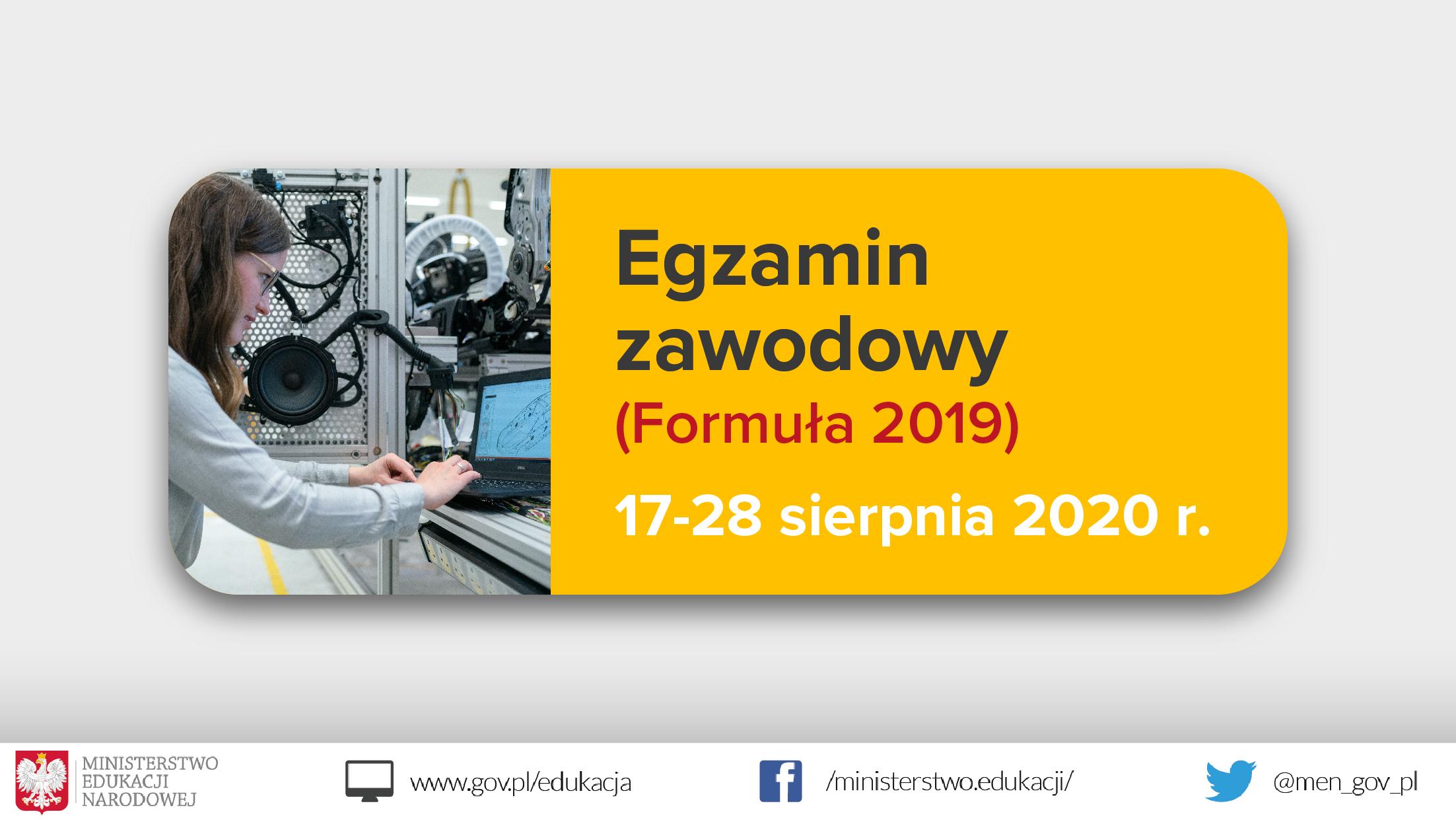 """Jasnoszare tło, zdjęcie dziewczyny z laptopem po lewo, tekst po prawej stronie na żółtym tle: """"Egzamin zawodowy (Formuła 2019) – 17-28 sierpnia 2020 r."""""""