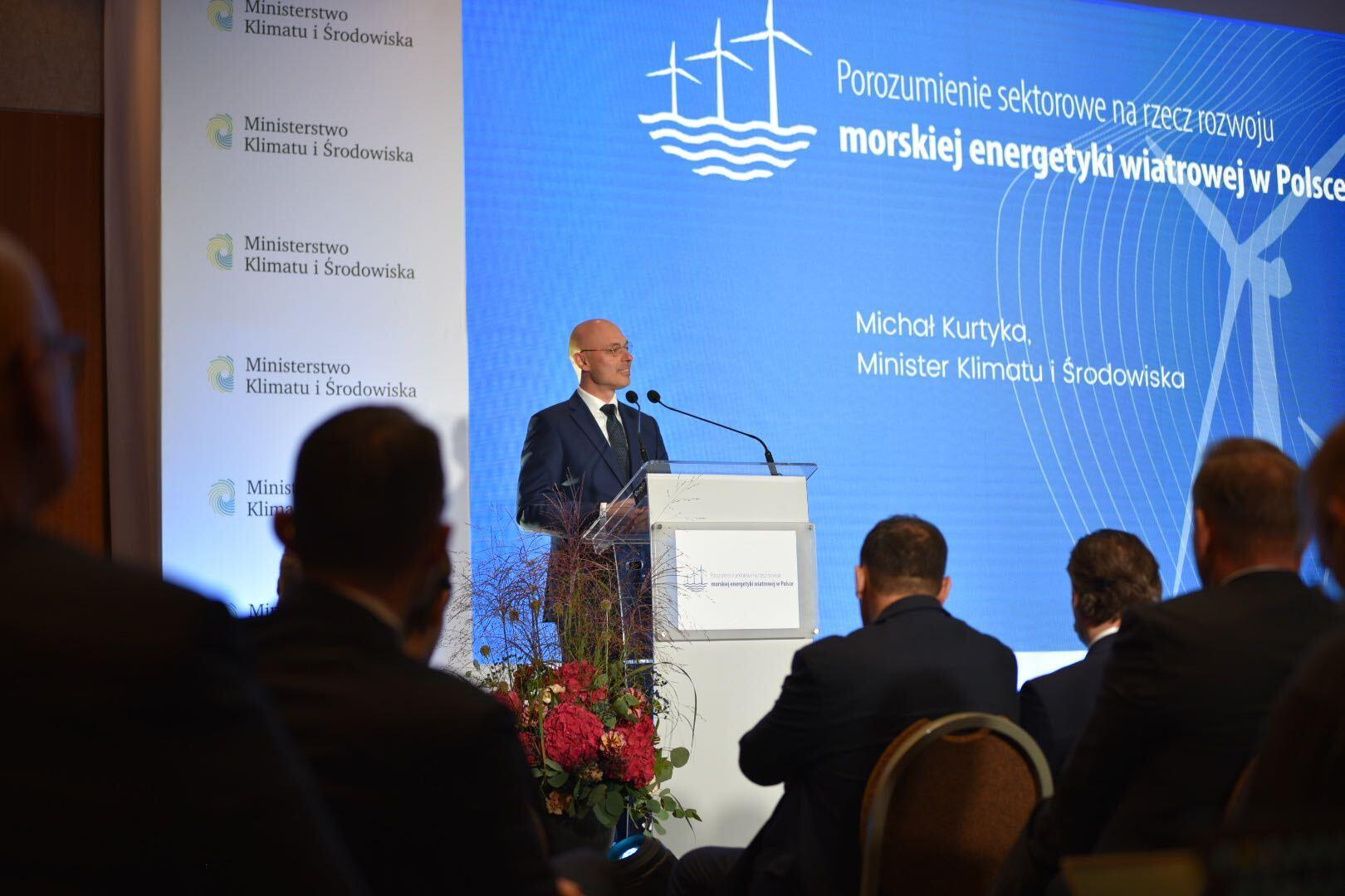 """Minister Michał Kurtyka na uroczystości podpisania """"Porozumienia sektorowego na rzecz rozwoju morskiej energetyki wiatrowej w Polsce"""""""
