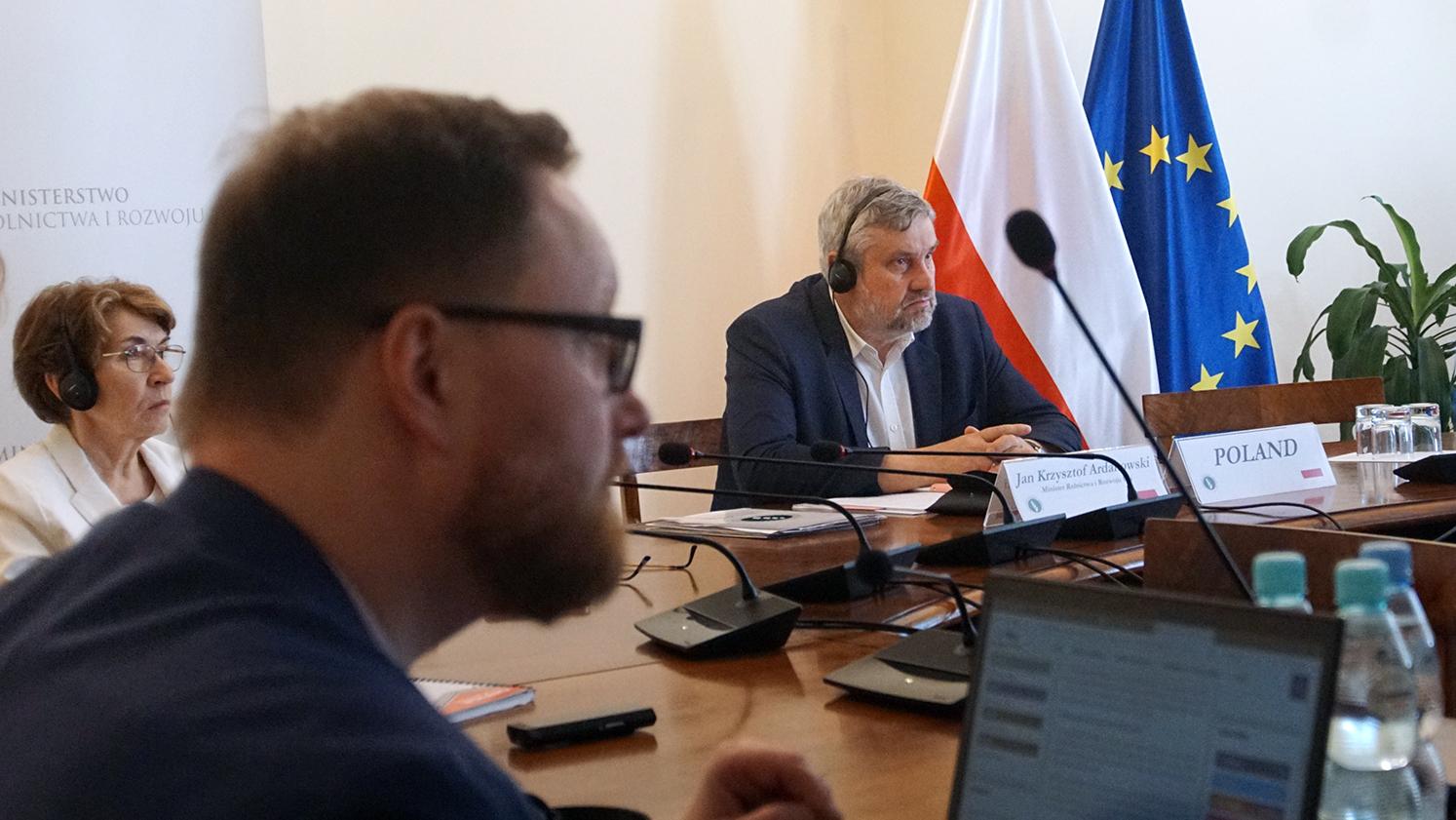 Minister J.K. Ardanowski podczas wideokonferencji