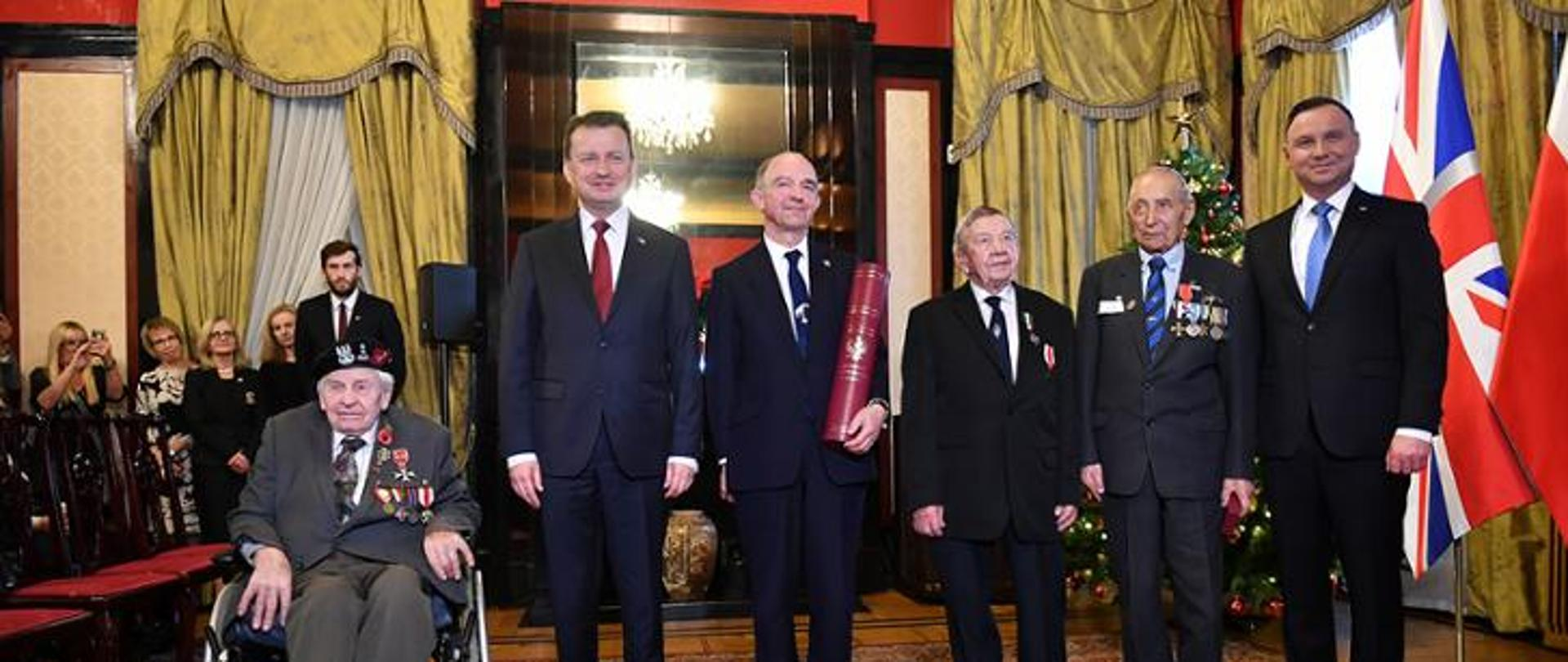 President Andrzej Duda and Minister of National Defence Mariusz Błaszczak at a meeting with veterans of World War II, which took place on December 3, 2019 at the Polish Embassy in London.