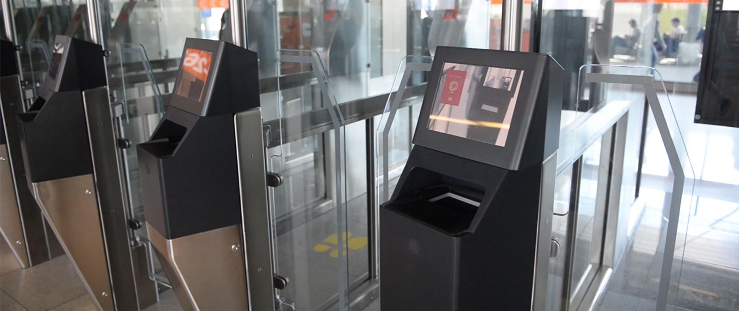 Bramki automatyczne na Lotnisku Chopina w Warszawie