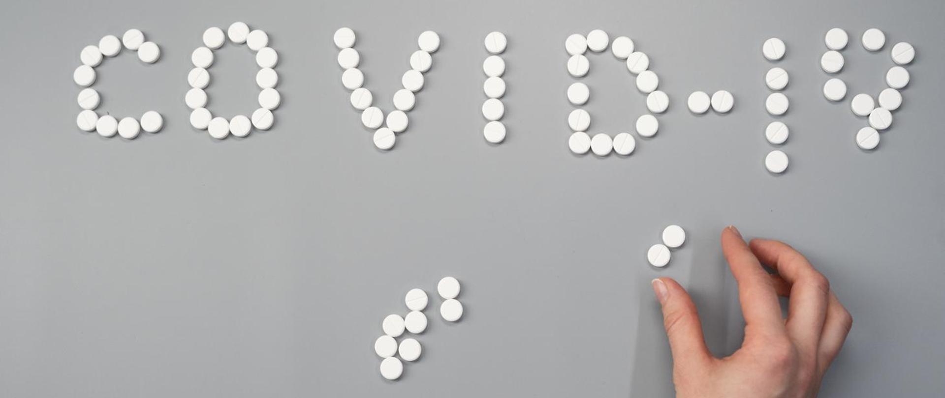 foto: Tabletki na białym tle