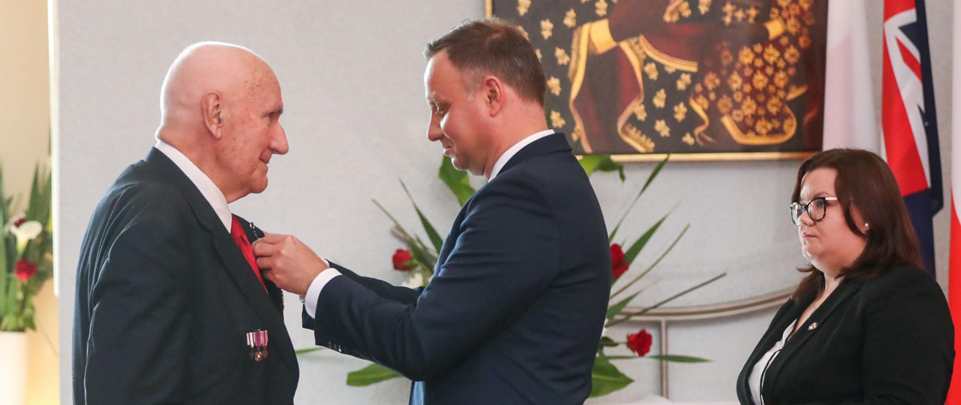 Photo: Grzegorz Jakubowski / KPRP. During his visit to Australia in 2018, President Andrzej Duda awarded Jerzy Łuk-Kozika OAM with the Officer's Cross of the Order of Merit of the Republic of Poland