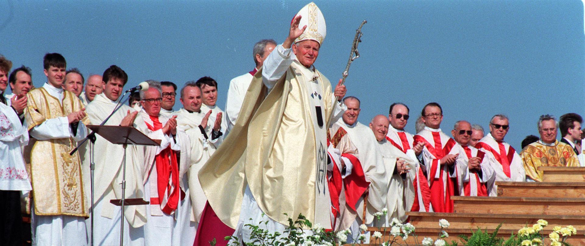 fot. Wojciech Stan/PAP. Wizyta Jana Pawła II w Polsce - Lubaczów 1991 r.