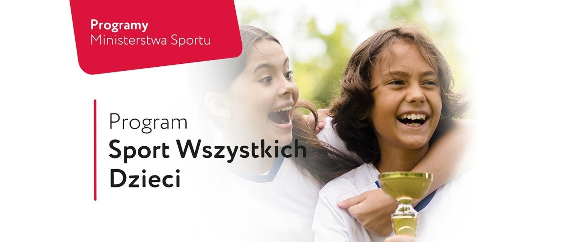 Grafika informująca o Programie Sport Wszystkich Dzieci 2021. Na zdjęciu radosne dzieci trzymające puchar.