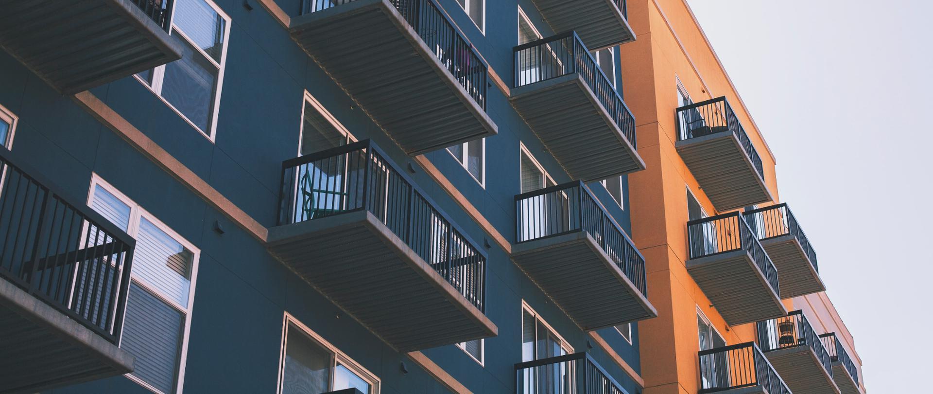 Budownictwo mieszkaniowe bije rekordy - Na zdjęciu nowy budynek mieszkalny