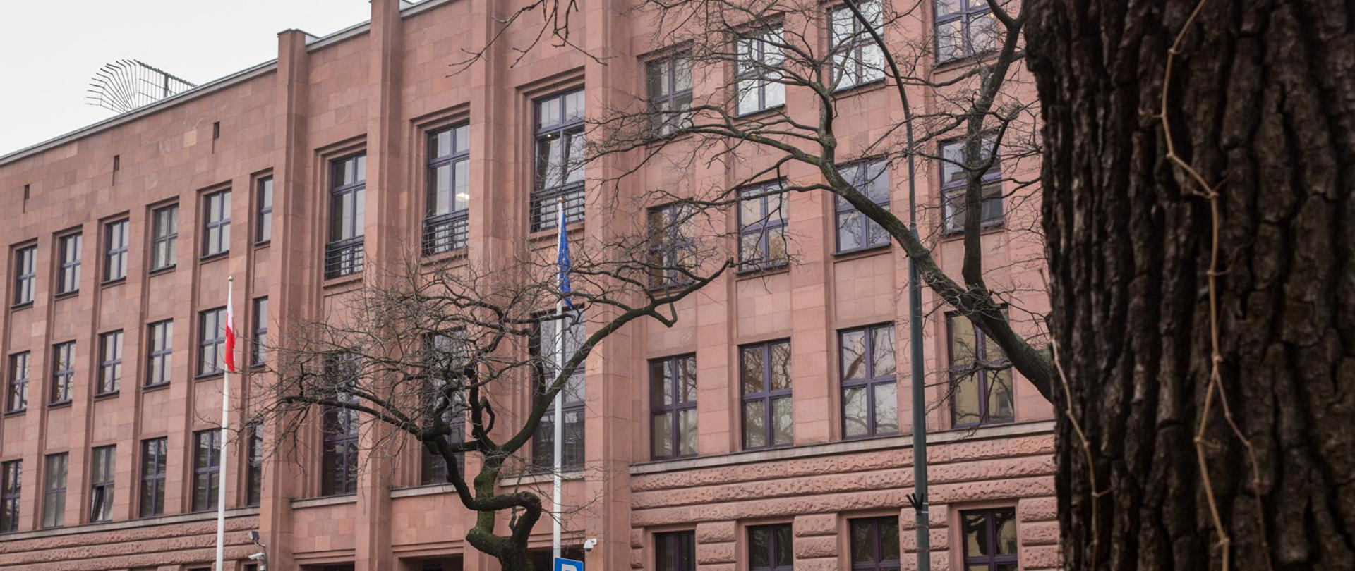 Budynek MSZ zimą