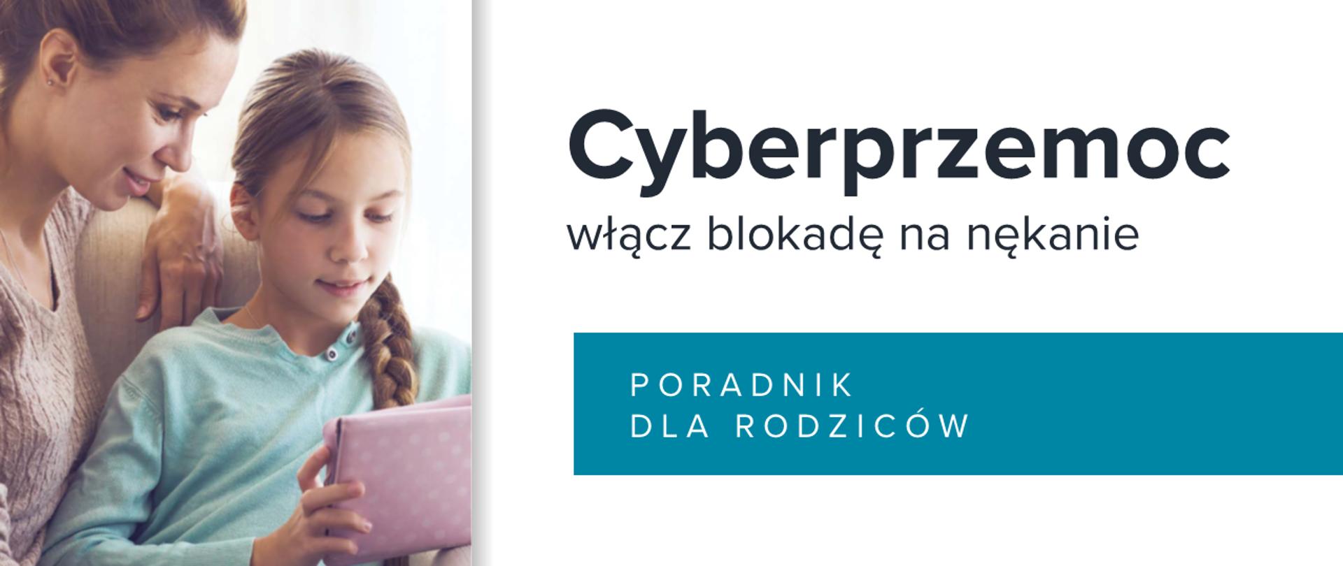 """Mama z dzieckiem oglądają tablet. obok napis """"Cyberprzemoc włącz blokadę na nękanie – poradnik dla rodziców"""""""