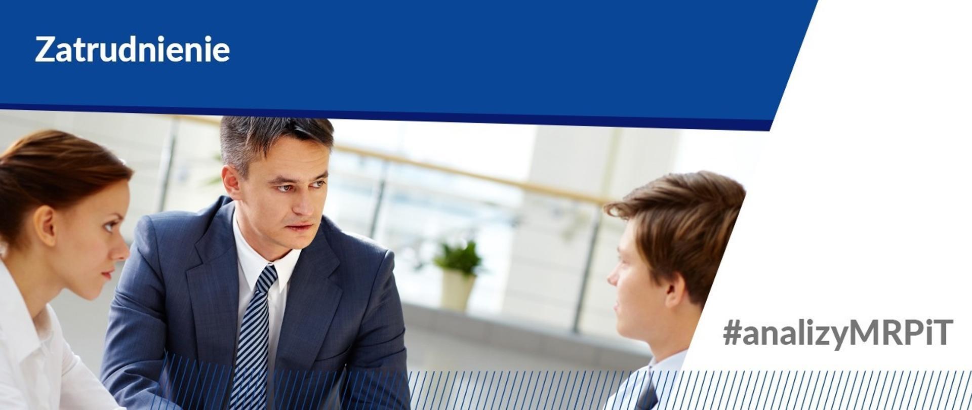 Wzrost bezrobocia w lutym 2021 r. - dwóch mężczyzn i kobieta siedzą w biurze