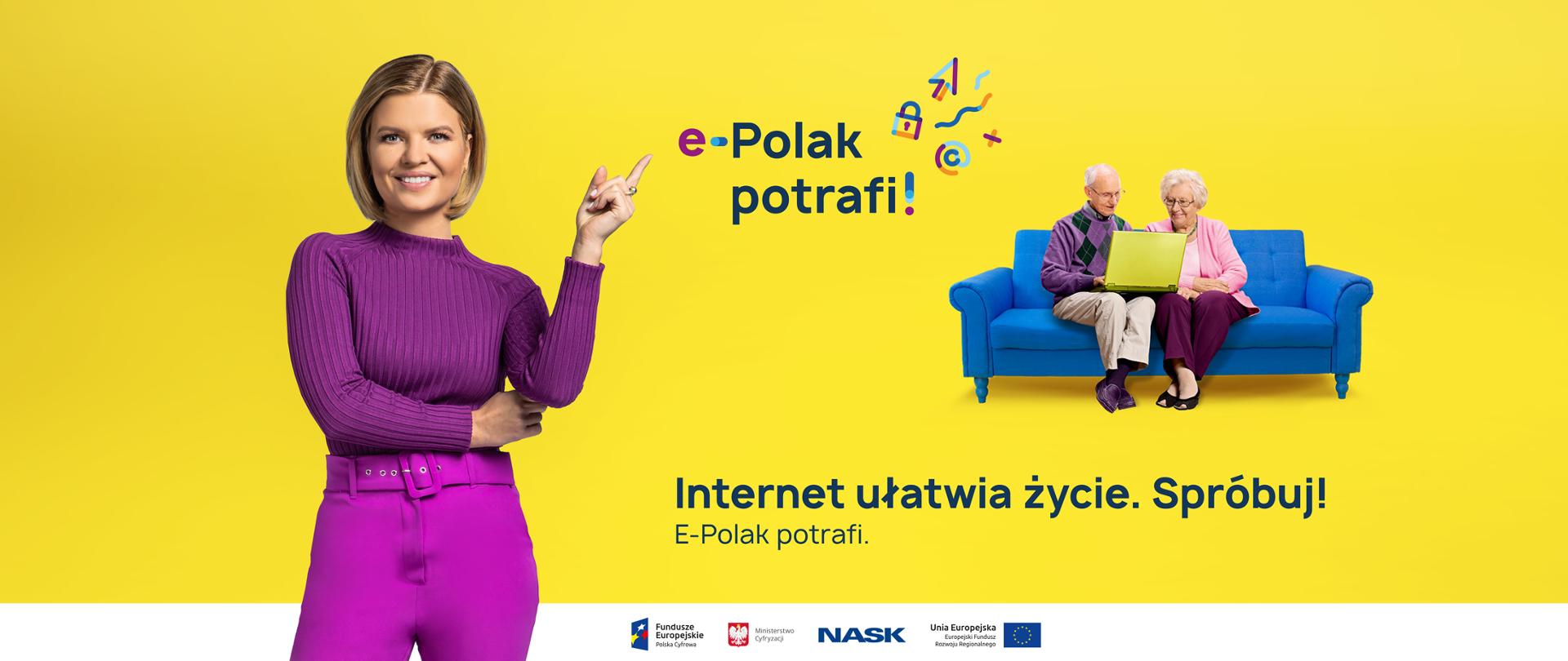 """Marta Manowska stoi wskazując palcem na napis """"e-Polak potrafi"""", w głębi ilustracji para starszych osób siedzi na kanapie z laptopem."""