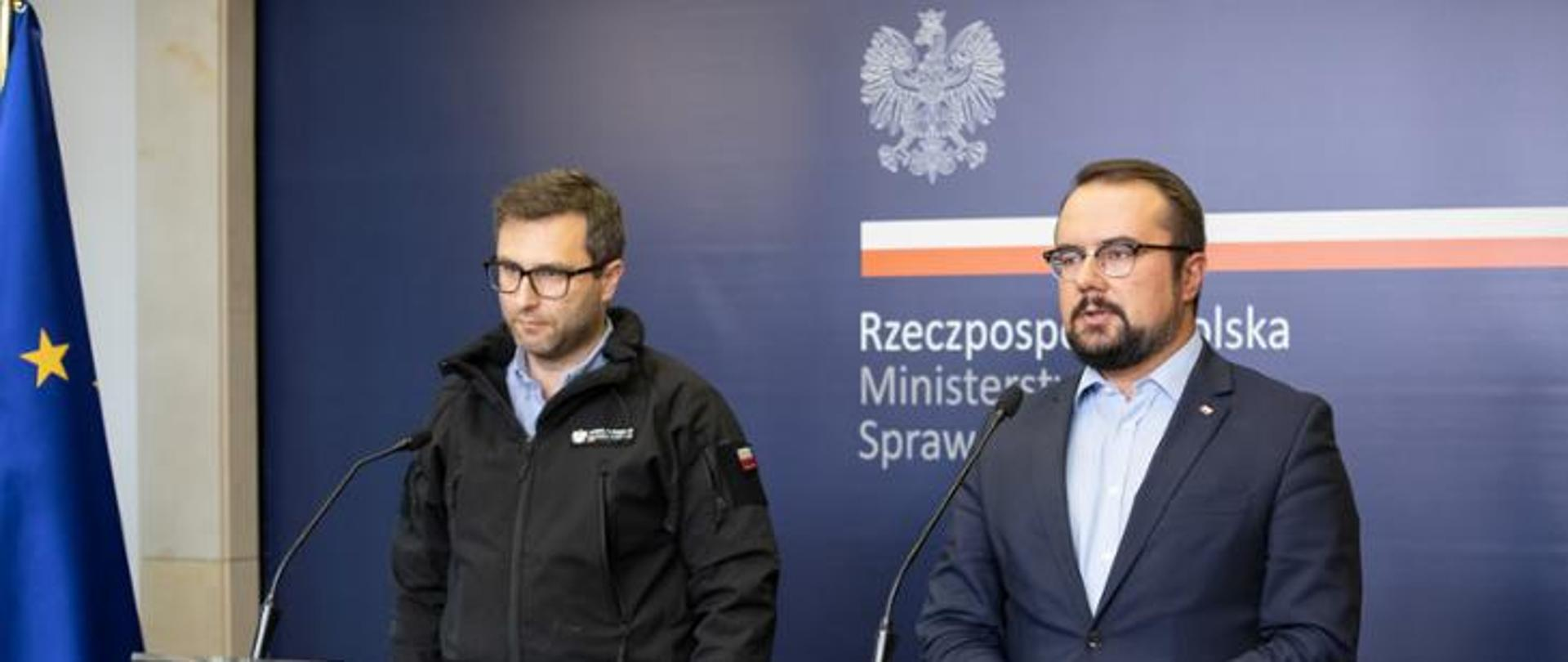 Deputy Minister Paweł Jabłoński at a press conference held at the MFA about Polish aid which supports rescue operation after Beirut explosion