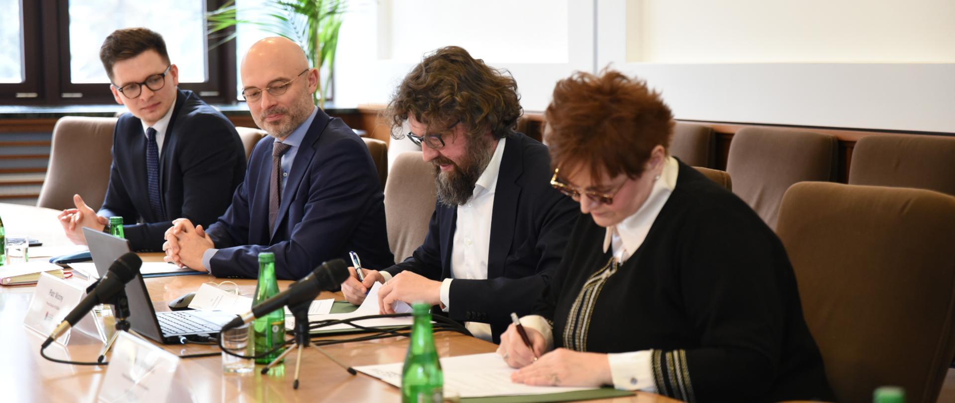 100 mln zł na słoneczne dachy dla wielkopolskich spółdzielni i wspólnot mieszkaniowych