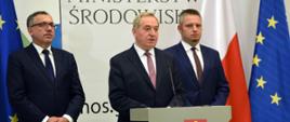 Konferencja prasowa ministra środowiska Henryka Kowalczyka nt. programów NFOŚiGW dot. usuwania folii rolniczych i gospodarki wodno-ściekowej