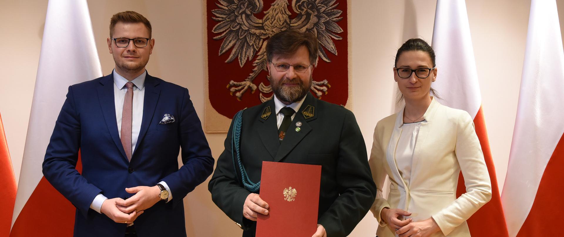 Minister Michał Woś, Łowczy Krajowy PZŁ Paweł Lisiak, wiceminister klimatu Małgorzata Golińska