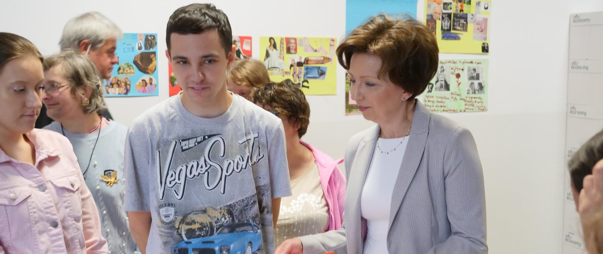 Minister Marlena Maląg podczas spotkania z Niepełnosprawnymi