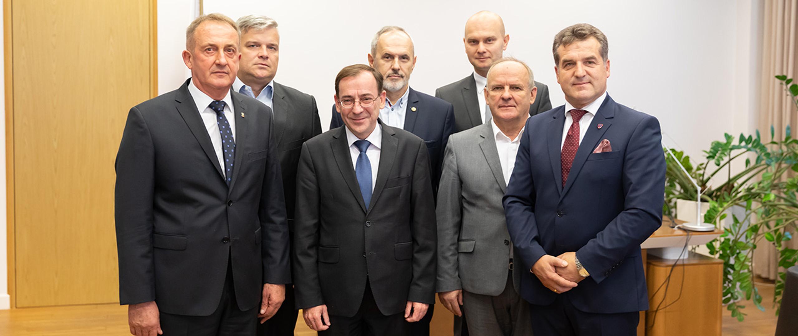 Spotkanie Ministra Mariusza Kamińskiego z przedstawicielami związków zawodowych PSP